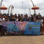 Siswa-Siswi serta para Guru Sedang Berada di Tanjung Benoa.